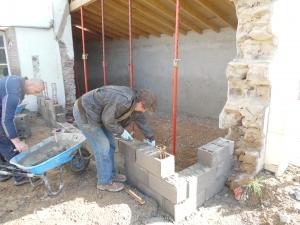 Montage des murs d'agrandissement salle de formation